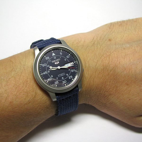 seiko_5_snk807_automatic_stainless_steel_watch_with_blue_canvas_band_07