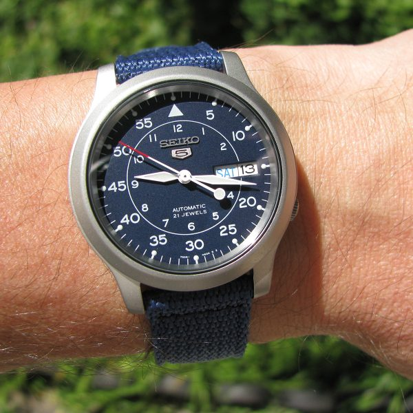 seiko_5_snk807_automatic_stainless_steel_watch_with_blue_canvas_band_08
