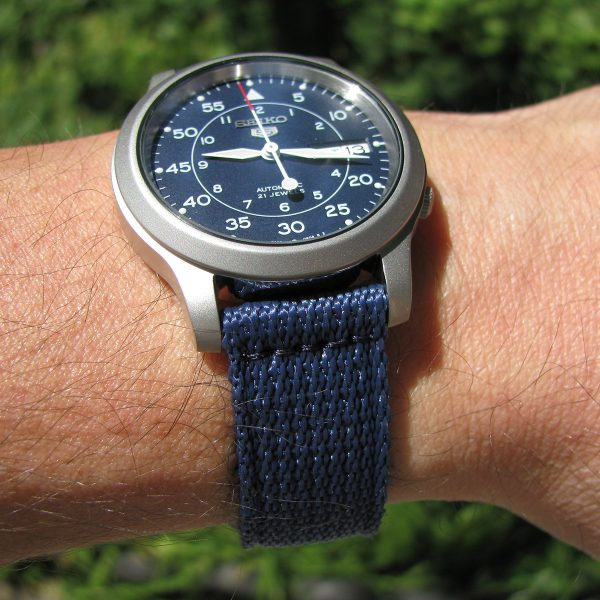 seiko_5_snk807_automatic_stainless_steel_watch_with_blue_canvas_band_09